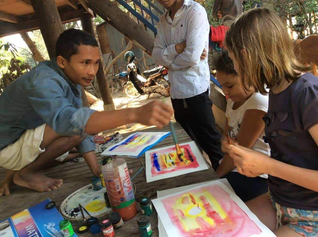 Cours d'aquarelles avec un peintre khmer